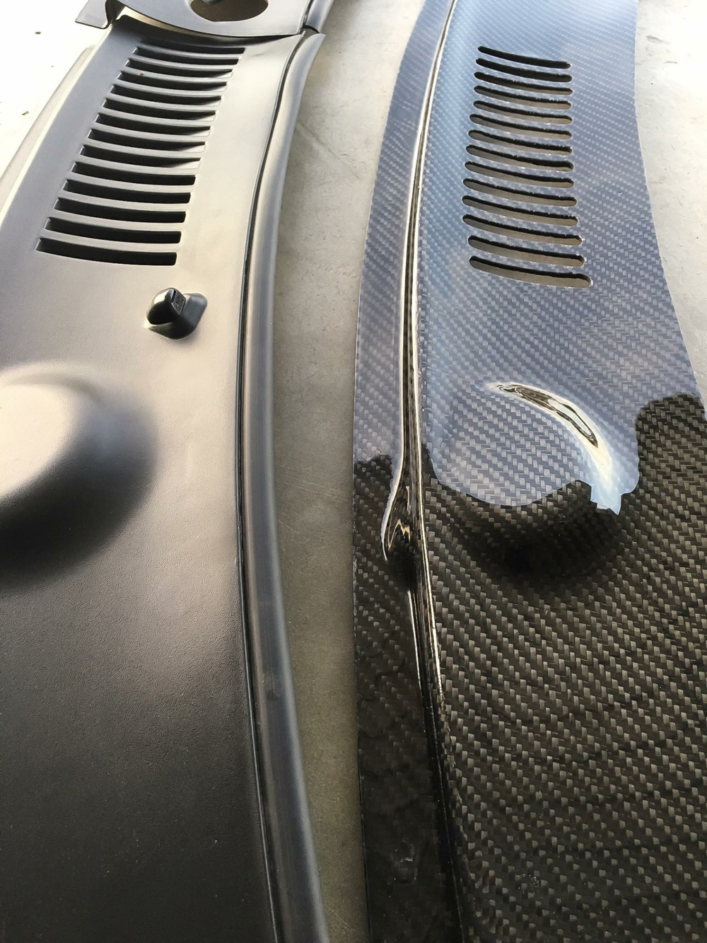 99-04 Mustang Carbon Fiber Cowl Panel (Filled Wipers) - CARBON FIBER